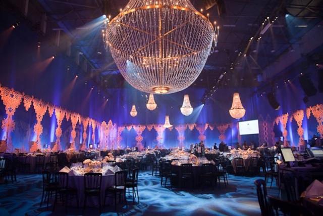Iluminacion en la celebracion de la fundacion de Elton John Winter Ball en Londres