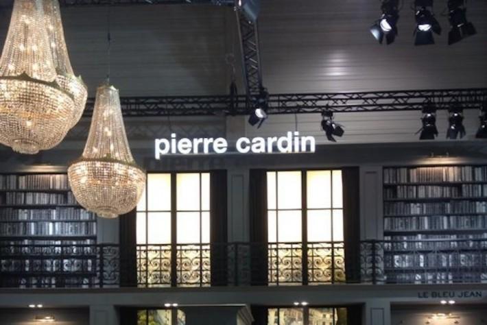 Iluminacion stand Pierre Cardin