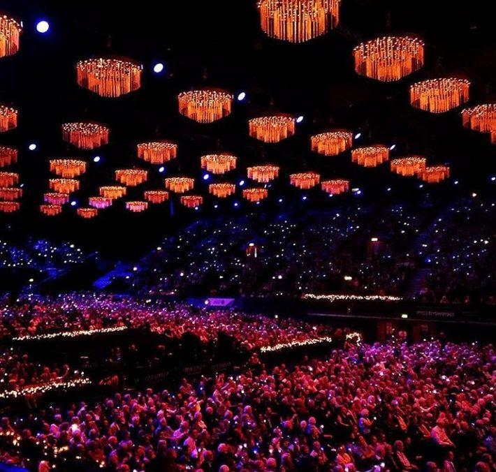 Estadio de decoración: 64 lámparas para el concierto de Andre Rieu.