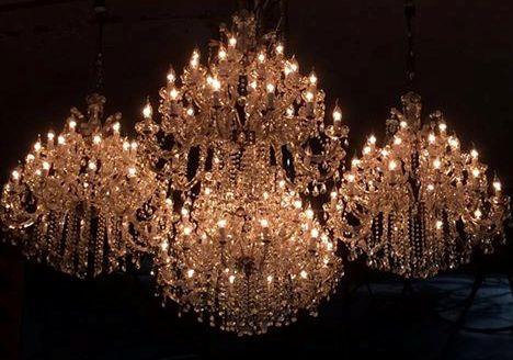 Lámparas de cristal en un grupo o racimo.