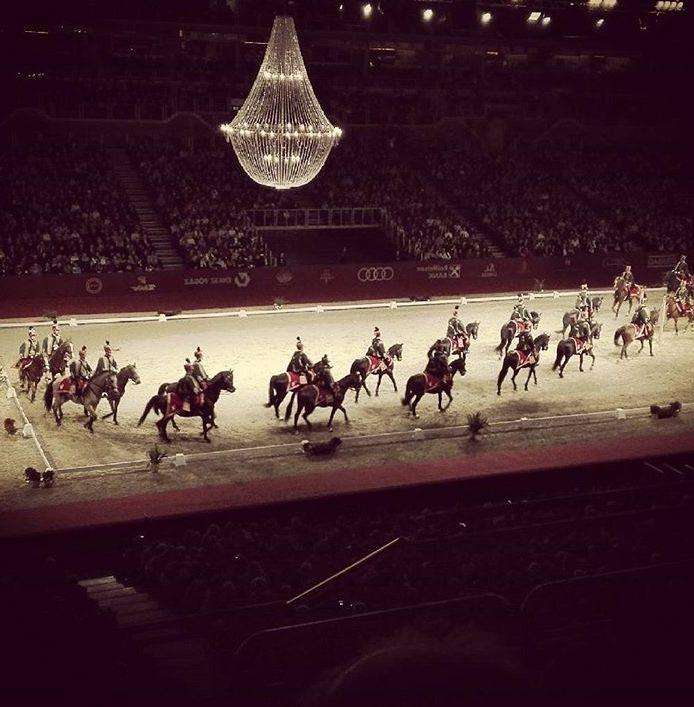 Actuacion de decoración por caballos lipizzaner.