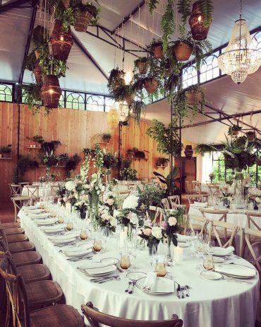 Una boda en un viñedo de Burdeos mejora su clase gracias a las lámparas de araña